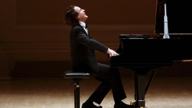 "Alex Ross wrote in the New Yorker that Daniil Trifonov has ""monstrous technique and lustrous tone""."