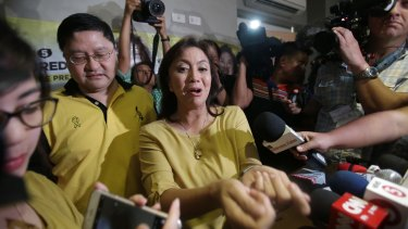 "Philippine vice presidential candidate Maria Leonor ""Leni"" Robredo, centre, in suburban Quezon city on Tuesday."