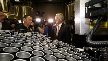 Malcolm Turnbull at the Mornington Peninsula Brewery with owner Matt Bebe earlier this month.
