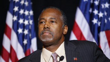 Republican presidential candidate Ben Carson called for Congress to cut off funding for resettlement of Syrian immigrants in the US.
