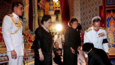 King Bhumibol Adulayadej, right,  talking with late Princess Galyani's daughter and flanked by Crown Princess Maha Chakri Sirindhorn, Queen Sirikit, and Crown Prince Maha Vajiralongkorn.