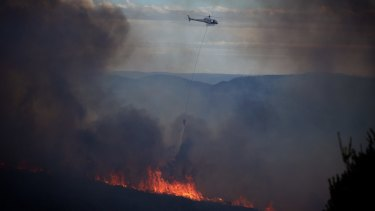 NSW Rural Fire Service crews work to contain the fire which has burned 300 hectares of bush in the Blue Mountains.
