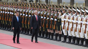 Malcolm Turnbull, with Premier Li Keqiang, receives a ceremonial welcome at the Great Hall of the People in Beijing.