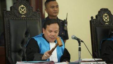 The Chief Judge of a three judge panel bangs his gavel after ruling on an appeal by lawyers for two of the Bali Nine drug smugglers on April 6, 2015 in Jakarta.