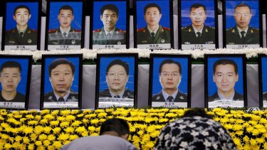 People pay tribute to firefighters who died, marking the seventh day since the Tianjin explosions, in a mourning ceremony.