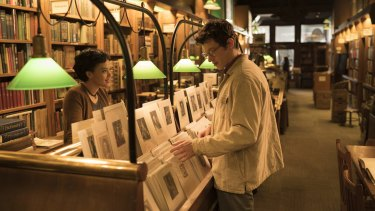 Kiersey Clemons' Mimi  and Callum Turner's Thomas meet in a vintage book store in New York.