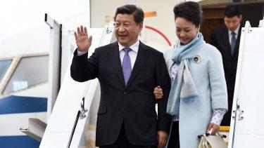 China's President Xi Jinping and his wife Peng Liyuan arrive in Hobart.