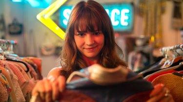 Britt Robertson in Girlboss.