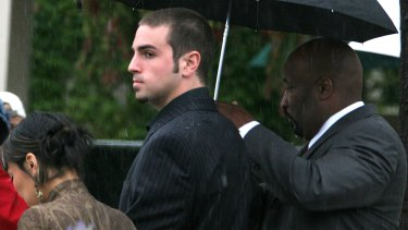 Robson enters court in May 2005 to testify on Jackson's behalf.