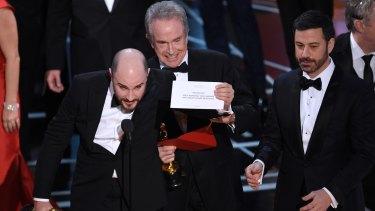 Jordan Horowitz, producer of La La Land, shows the envelope revealing Moonlight as the true winner of best picture.