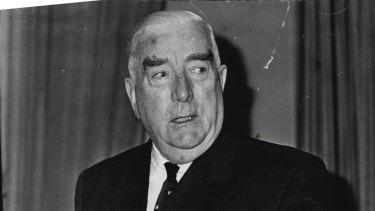 Sir Robert Menzies was an unabashed monarchist, smitten in the presence of Queen Elizabeth II.