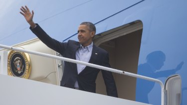 US President Barack Obama boards Air Force One to fly to Paris for the climate talks.
