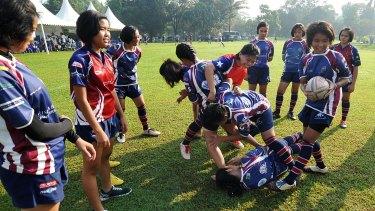 The Jakarta Komodos before their match against the Universitas Negeri Jakarta.