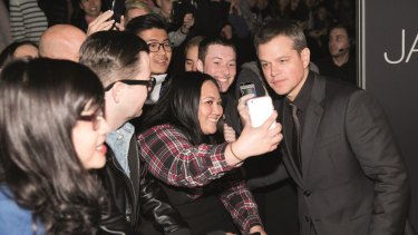 Matt Damon poses with fans at the <i>Jason Bourne</i> Sydney premiere.