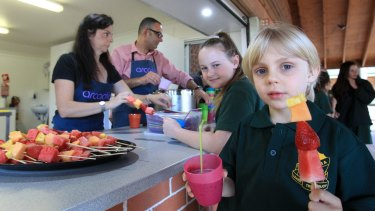 These days school canteens focus on healthy food.