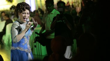 Dorce Gamalama singing in 2012.