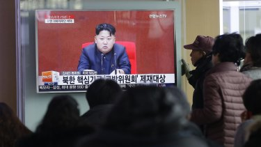 People watch a TV news program showing North Korean leader Kim Jong-un at Seoul Railway Station on Thursday.