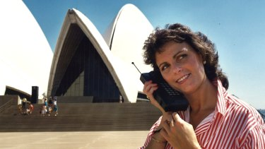 A 1987 Telstra ad for Australia's first mobile phone. Analysis of the 29 years since shows no correlation between mobile phone use and brain cancer occurrence.