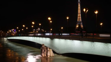 Water rushes past Alma bridge by the Zouave statue.