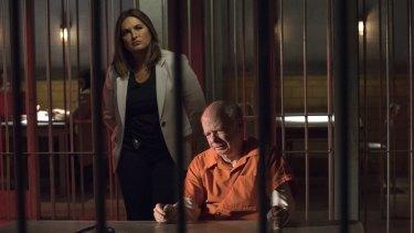 Mariska Hargitay as Lieutenant Olivia Benson and Wallace Shawn as Ethan Edelman  in Law and Order: SVU.