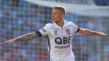 Key signing: Perth Glory's Andy Keogh.