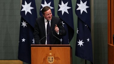 British Prime Minister David Cameron praised Australia's tough stance on foreign fighters joining the Islamic State.