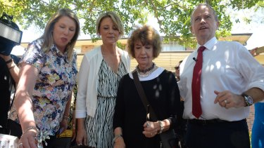 Kristina Keneally and Bill Shorten help at a cake stall outside Ryde Hospital on Wednesday.