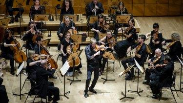 Melbourne Symphony Orchestra perform Mozart's 40th symphony.