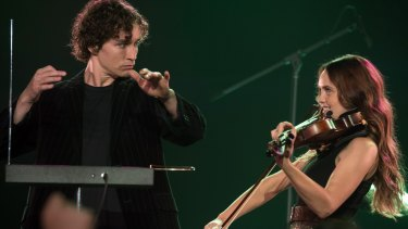 Robert Sheehan and Rebecca Breeds as musicians with opposing sensibilities in Three Summers.
