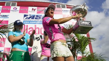 Layne Beachley wins an unprecedented seventh world title at the Billabong Pro Maui in 2006.