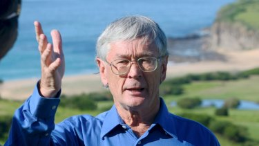 Dick Smith will run against Bronwyn Bishop if she is re-endorsed but will stand back if the Liberal Party chooses a younger candidate.