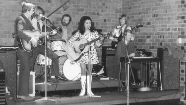 Auriel Andrew performing in 1971.