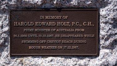 A plaque at Cheviot Beach.