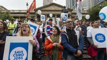 Protesters against CSIRO cuts: Greens pledge to restore cuts under Abbott-Turnbull governments.