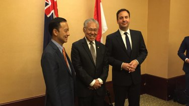 Trade Minister Steve Ciobo (right) meets with former former Indonesian trade minister Thomas Lembong (left) and new Indonesian Trade Minister Enggartiasto Lukita.