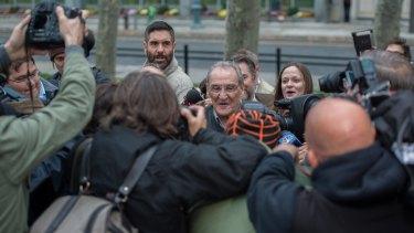 Vincent Asaro is mobbed by press and supporters after his acquittal.
