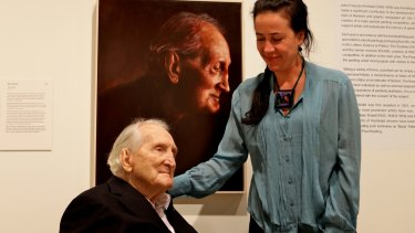 Tom Uren in July, 2014, with his Archibald Prize portrait and its artist, Mirra Whale.