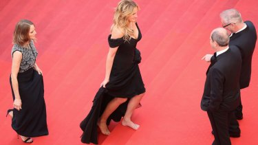 Julia Roberts walks barefoot at Cannes.