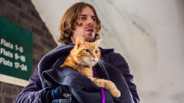 Luke Treadaway plays James Bowen in <i>A Street Cat Named Bob</I>. Bob plays himself.