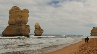 The Twelve Apostles Lodge Walk takes small groups from Castle Cove to the limestone stacks.