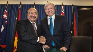 Papua New Guinea's Prime Minister Peter O'Neill and Australian Prime Minister Kevin Rudd sign an agreement over asylum seekers in July 2013.