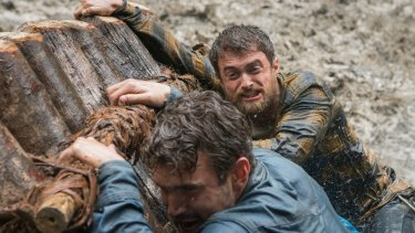 Daniel Radcliffe (right) as Yossi Ghinsberg, and Alex Russell as Kevin Gale.
