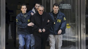 Vincent Asaro flanked by FBI agents in 2014.