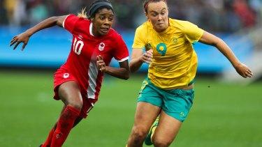 Caitlin Foord makes a beeline for the ball.
