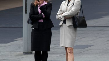 Females are more pessimistic than males about the state of the economy, a survey has found.