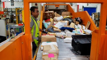 500,000 pieces of mail and air cargo arrive in Australia every day.