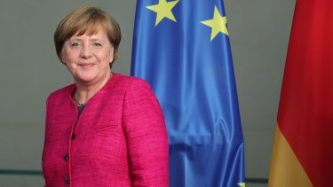 Angela Merkel has voiced support for a free vote on same-sex marriage.