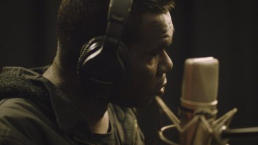 Geoffrey Gurrumul Yunupingu in the studio.