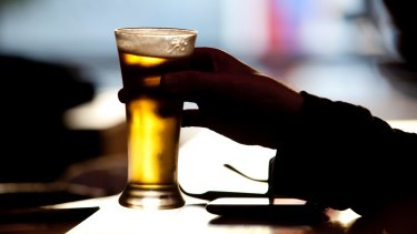 A study has found that alcohol labels are ineffective in changing the drinking behaviours of younger people.