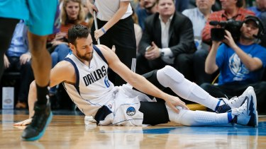 Dallas Mavericks centre Andrew Bogut could miss up to a month of the NBA season.